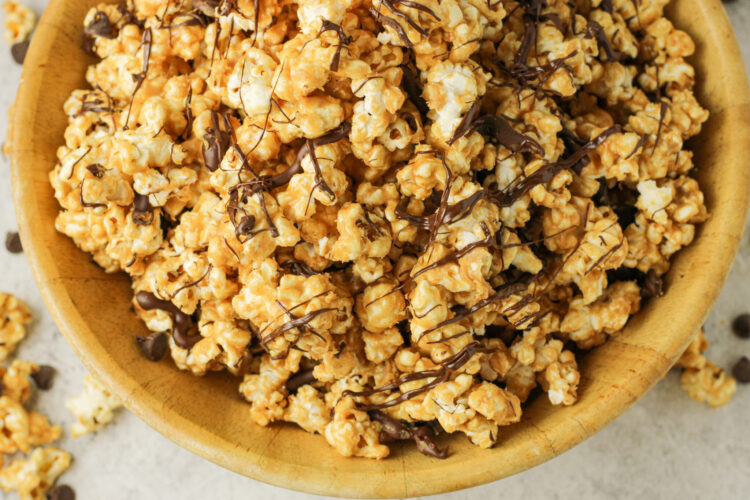 peanut butter popcorn with chocolate drizzle