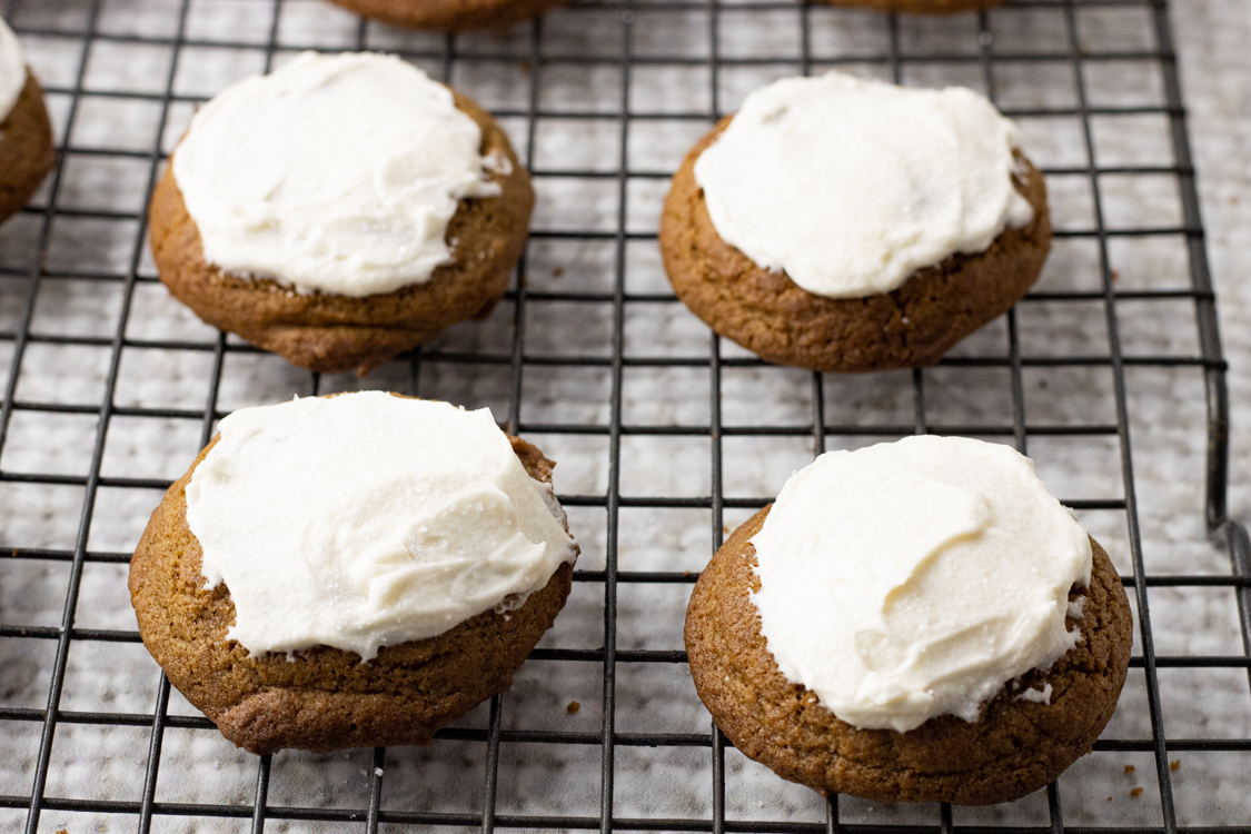 frosting ginger cookies