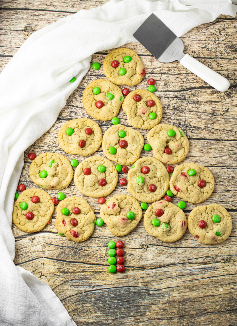 cookies lined up in a christmas tree shape