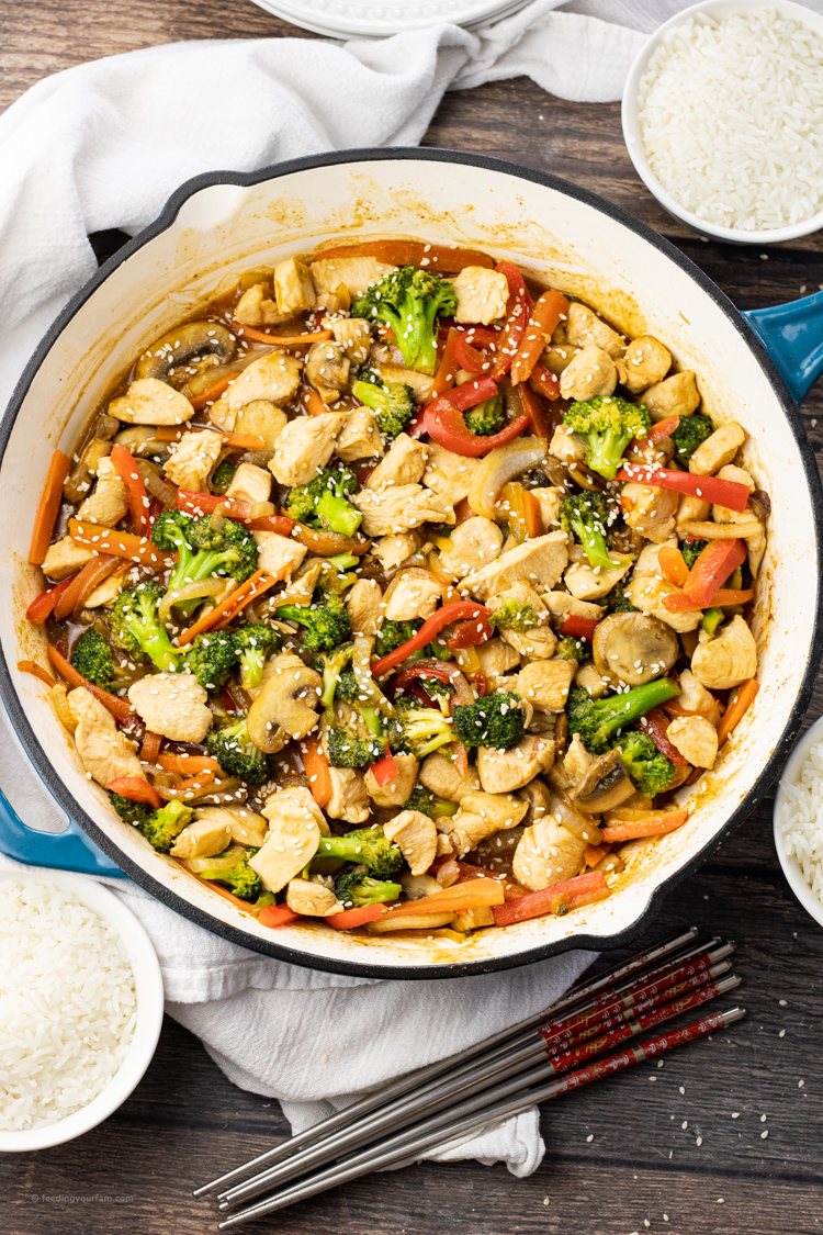 big pan of stir fry with chicken and veggies