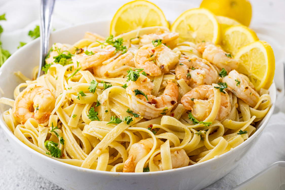 pasta with lemon and garlic flavored shrimp