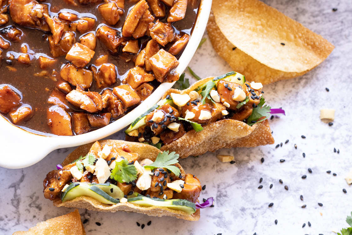 bbq chicken tacos in wonton shells