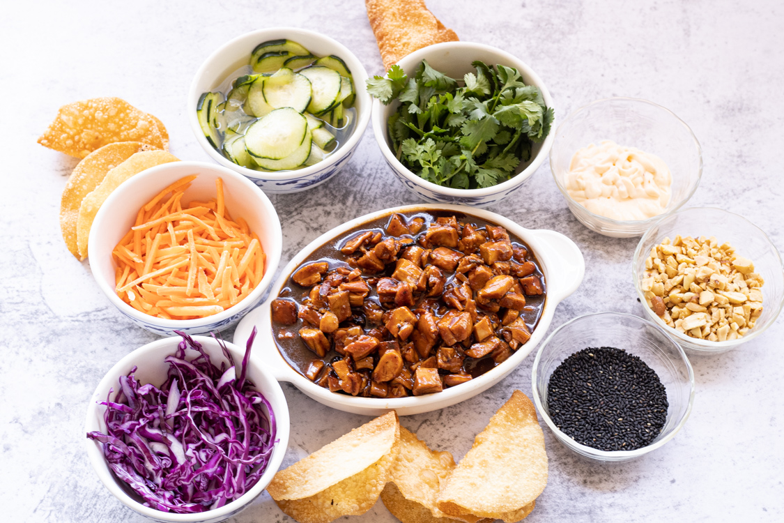 bowls of ingredients for wonton chicken tacos