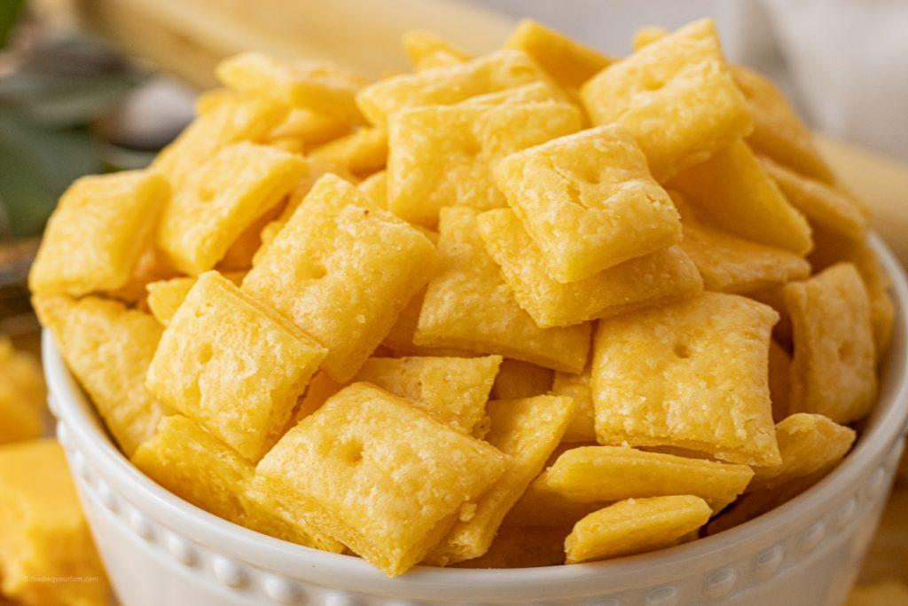baked cheesy crackers